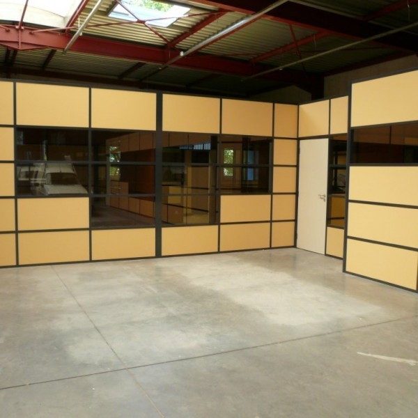 cloison mobile pour am nagement d 39 un espace bureau guichet. Black Bedroom Furniture Sets. Home Design Ideas
