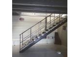 Metalen trap  voor platform